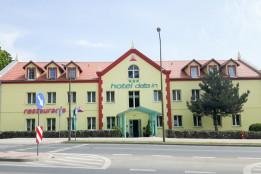 Hotel Delta In *** / 15 minut autem od Szkoły Windsurfing nad Jeziorem Bielawskim.