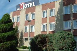 Hotel Osir / 15 minut autem od Szkoły Windsurfing nad Jeziorem Bielawskim.