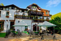 Hotel Sowia Dolina *** / 15 minut autem od Szkoły Windsurfing nad Jeziorem Bielawskim.